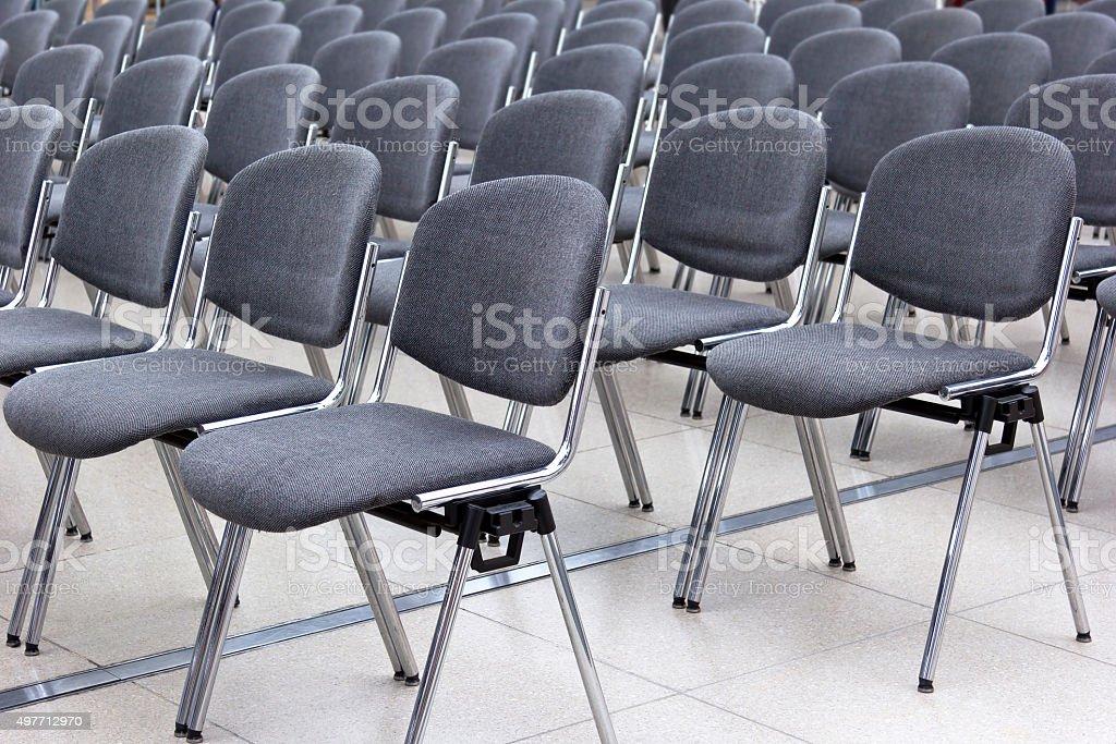 Reihen von Stühlen – Foto