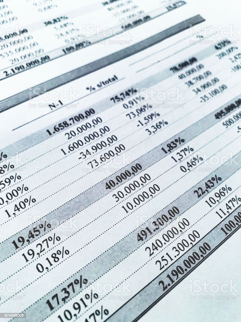 Filas de números a partir de un documento contable - foto de stock