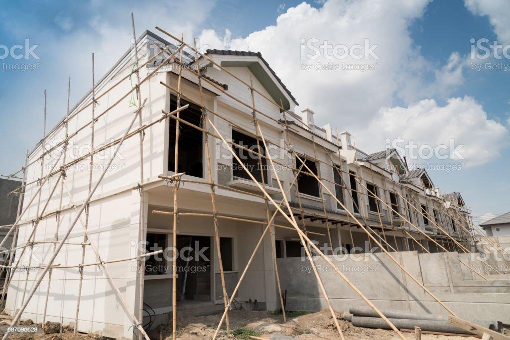 Rows of unfinished townhouses under construction Lizenzfreies stock-foto