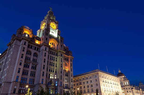 Royal Liver building-Liverpool bei Nacht – Foto