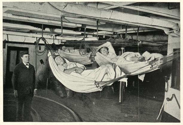 Royal navy mators sleeping in hängemocks, HMS Alexandra, 19. Jahrhundert – Foto