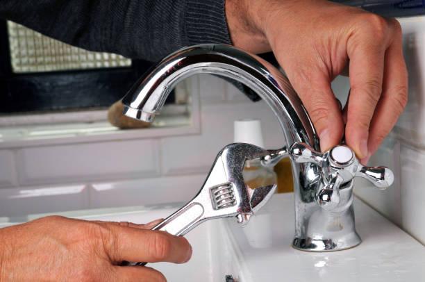 réparation 유엔 robinet - 화장실 가정용 시설 뉴스 사진 이미지