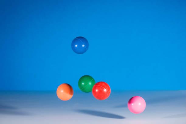 bolas de goma - bota fotografías e imágenes de stock