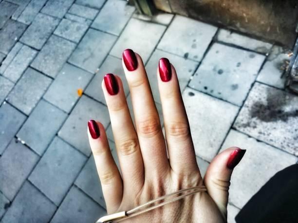 rubinröda naglar - malin strandvall bildbanksfoton och bilder