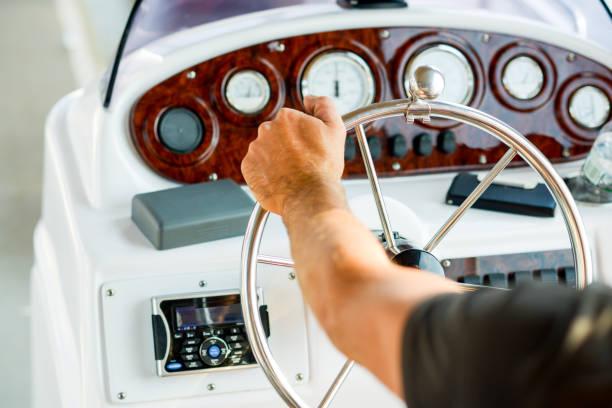 bateau de la gouverne de direction, gestion de bateau et navigation maritime - Photo