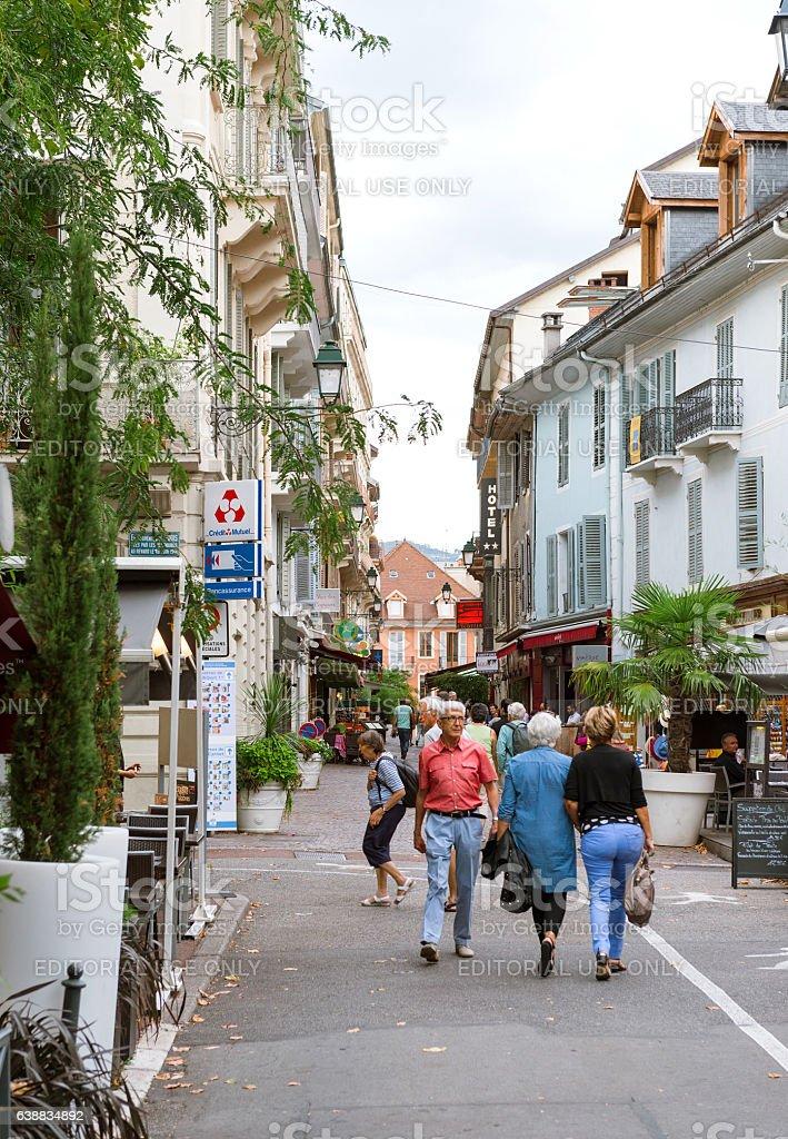 Rue Albert 1st incentral Aix-Les-Bains with pedestrians - Photo
