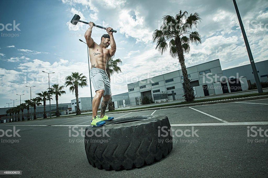 rueda y martillo stock photo