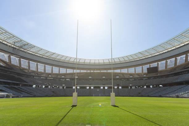 rugby-torpfosten an einem sonnigen tag im stadion - rugby stock-fotos und bilder