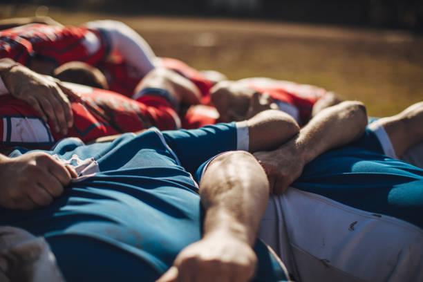 rugby-spieler im spiel - rugby stock-fotos und bilder
