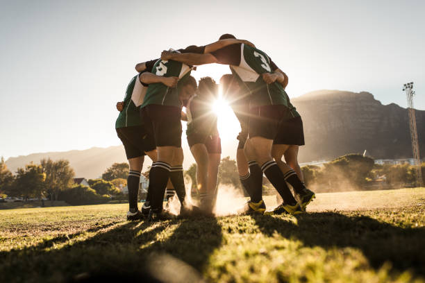 jugadores de rugby regocijo de victoria - rugby fotografías e imágenes de stock
