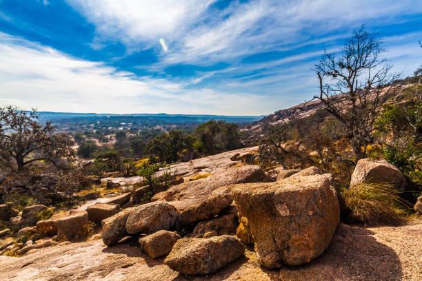 Agreste paisaje occidental de Enchanted Rock, Texas. - foto de stock