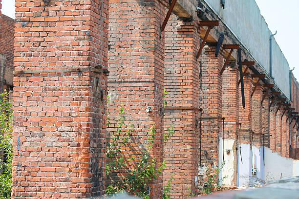 Ruine eines alten Industriegebäudes Ruine eines alten Industriegebäudes ruine stock pictures, royalty-free photos & images
