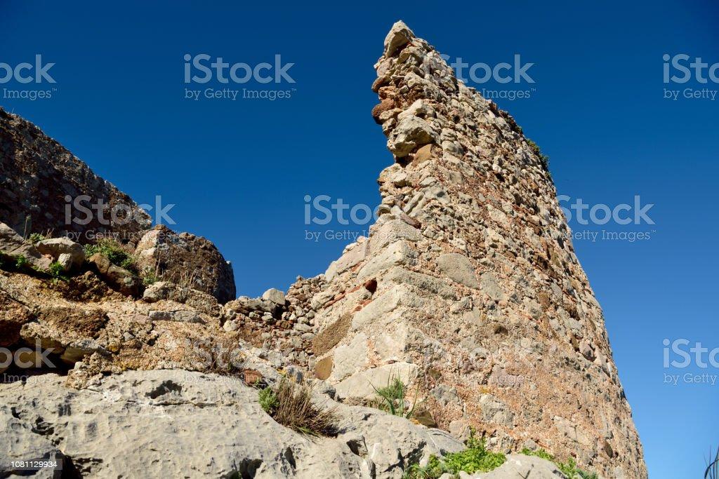 Muğla İli Türkiye'nin Bozburun Yarımadası Selimiye Kalesi yıkık duvarına. stok fotoğrafı