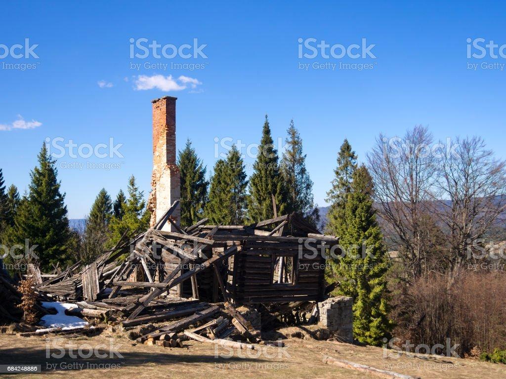 Ruined Wooden Mountain Hut photo libre de droits