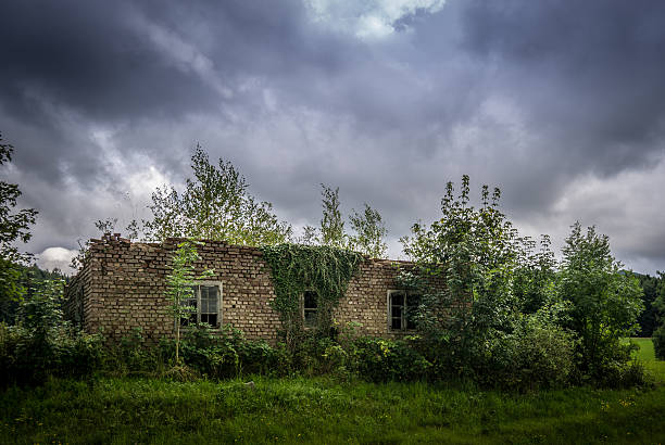 Ruine bei Unwetter Ruine bei Unwetter ruine stock pictures, royalty-free photos & images