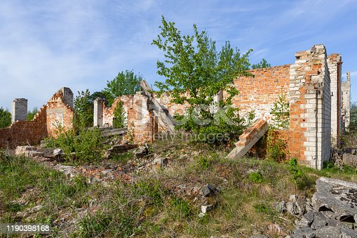 695022646 istock photo ruins of an abandoned old brick house in the countryside against a blue sky 1190398168