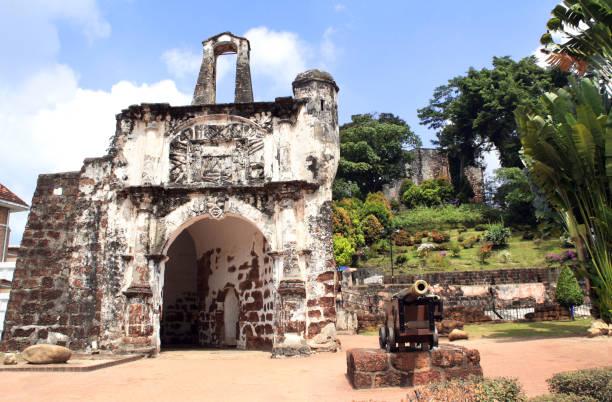 ruïnes van kota een garni haus schönberger - portugese fort, malakka, maleisië - malakka staat stockfoto's en -beelden