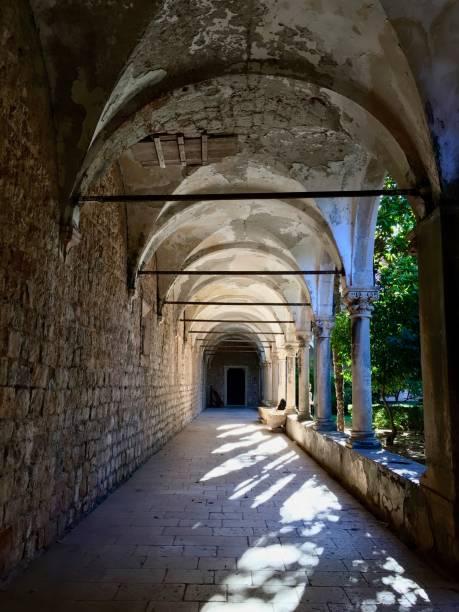 ロクルム島、ドゥブロヴニク、クロアチアのベネディクト会修道院の遺跡 ストックフォト
