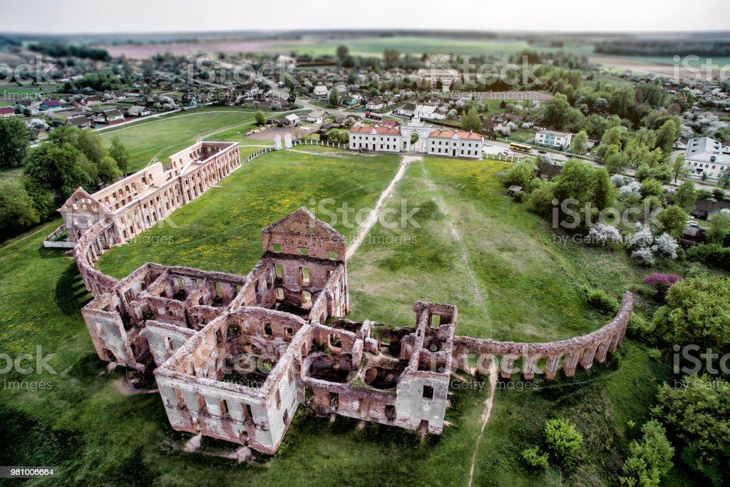 Ruinen des Schlosses in Weißrussland. Ruzhany-Palast. Reiseziel. – Foto