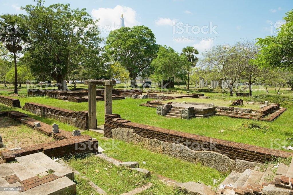 Ruines de la ville sacrée d'Anuradhapura, Sri Lanka. - Photo