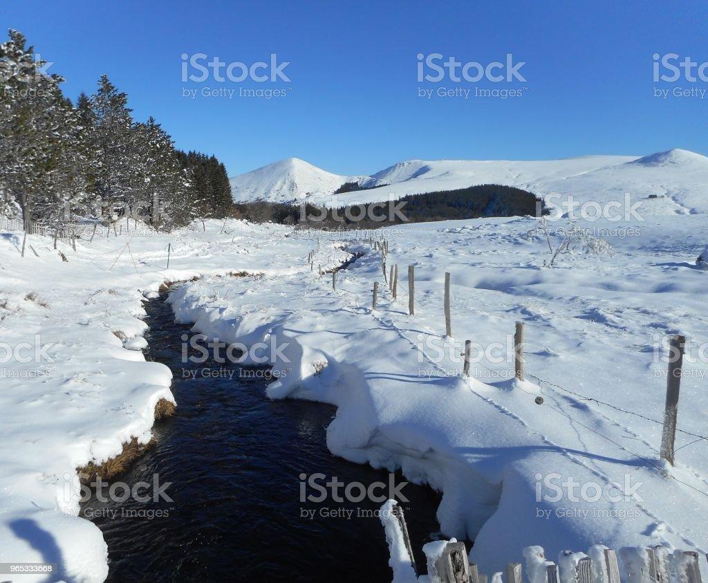 Ruisseau l ' hiver, Auvergen - 免版稅冬天圖庫照片