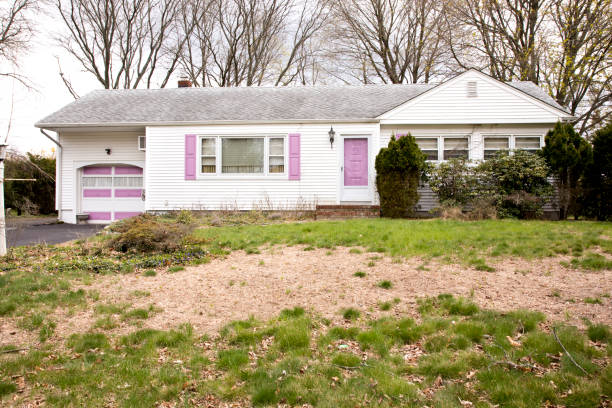 run down house with dead lawn in foreground - dilapidated stock pictures, royalty-free photos & images