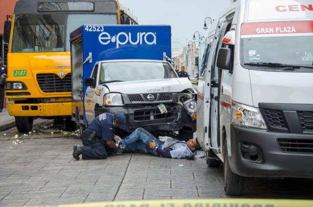 unfall in merida mexiko überfahren - was bringt unglück stock-fotos und bilder