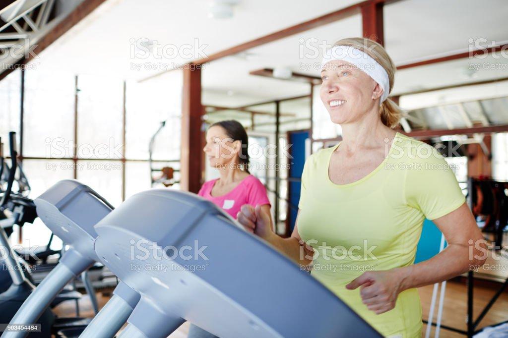 Run training - Zbiór zdjęć royalty-free (Aktywni seniorzy)