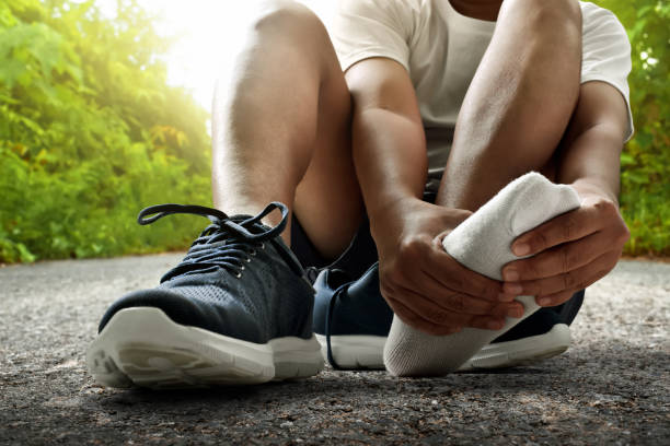 runner feet injury - men shoes stock pictures, royalty-free photos & images