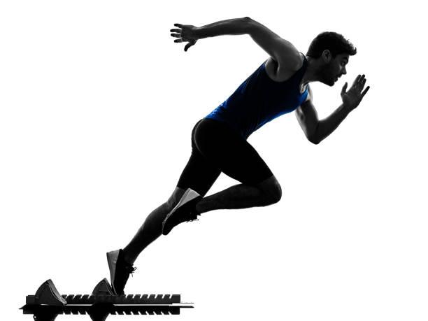 sprinter runner running homme d'athlétisme sprint silhouette isola - starting block photos et images de collection