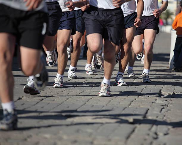 läufer - militärisches training stock-fotos und bilder