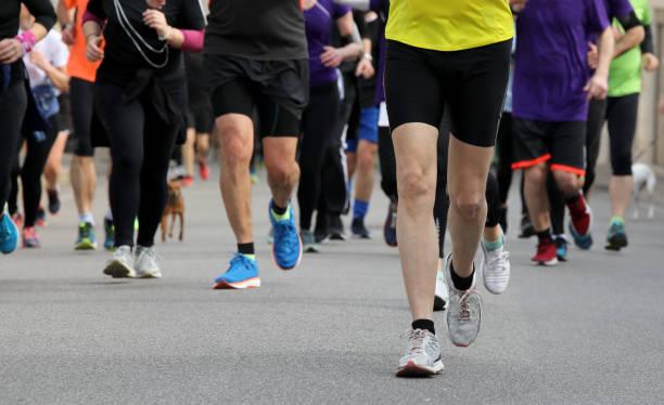 Läufer laufen auf der Fuß in der Stadt – Foto