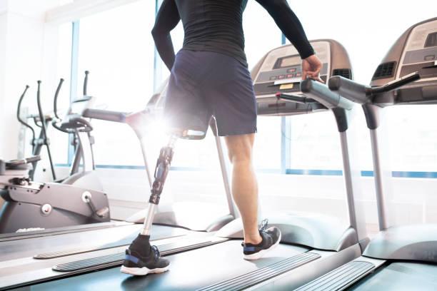 running in gym - runner rehab gym foto e immagini stock