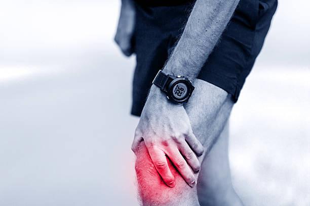 running injury, knee pain - knäskål bildbanksfoton och bilder