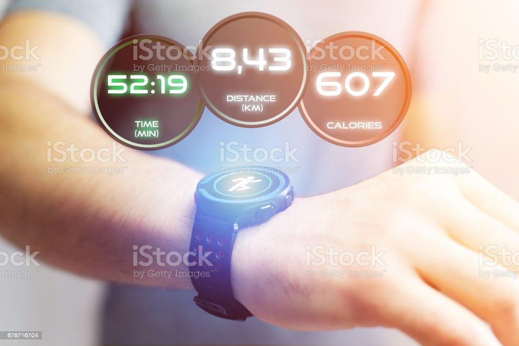 Interface en cours d'exécution sur un smartwatch de sport avec les informations données photo libre de droits