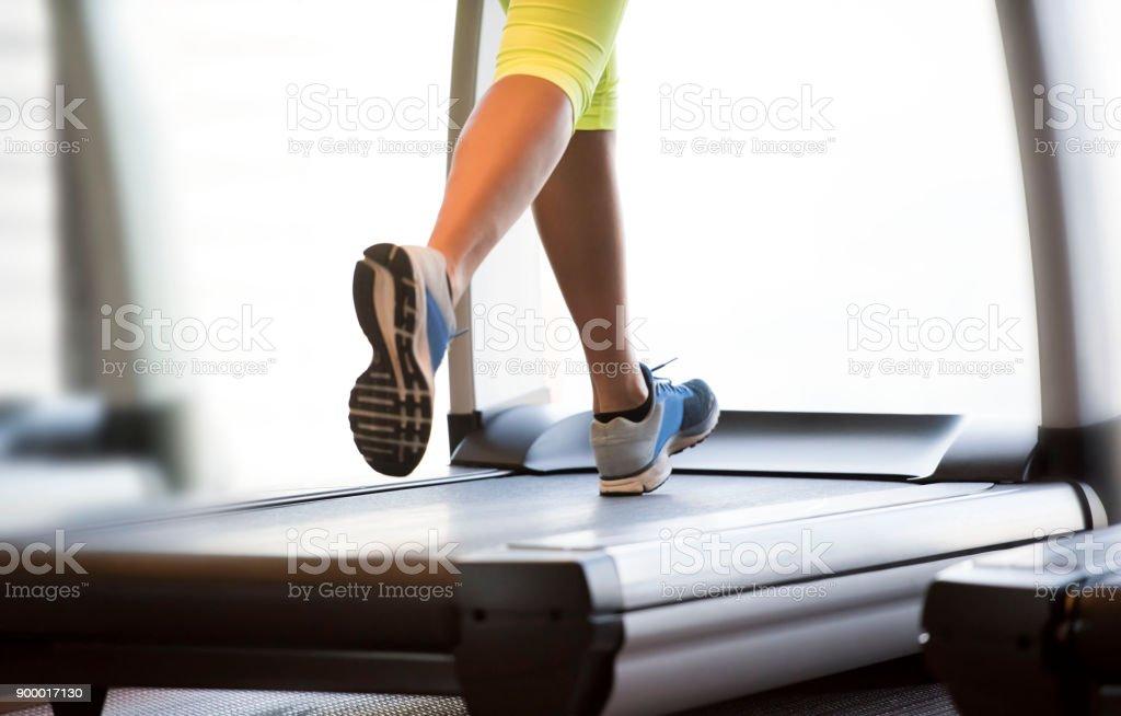 Laufen auf dem Laufband  – Foto