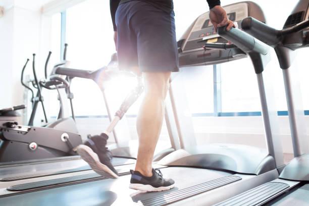 running on treadmill - runner rehab gym foto e immagini stock