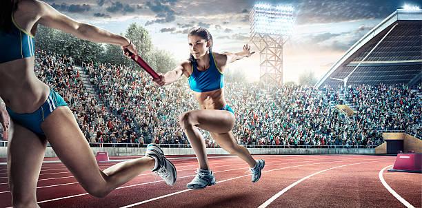 passe no estádio olímpico de corrida - atletismo - fotografias e filmes do acervo