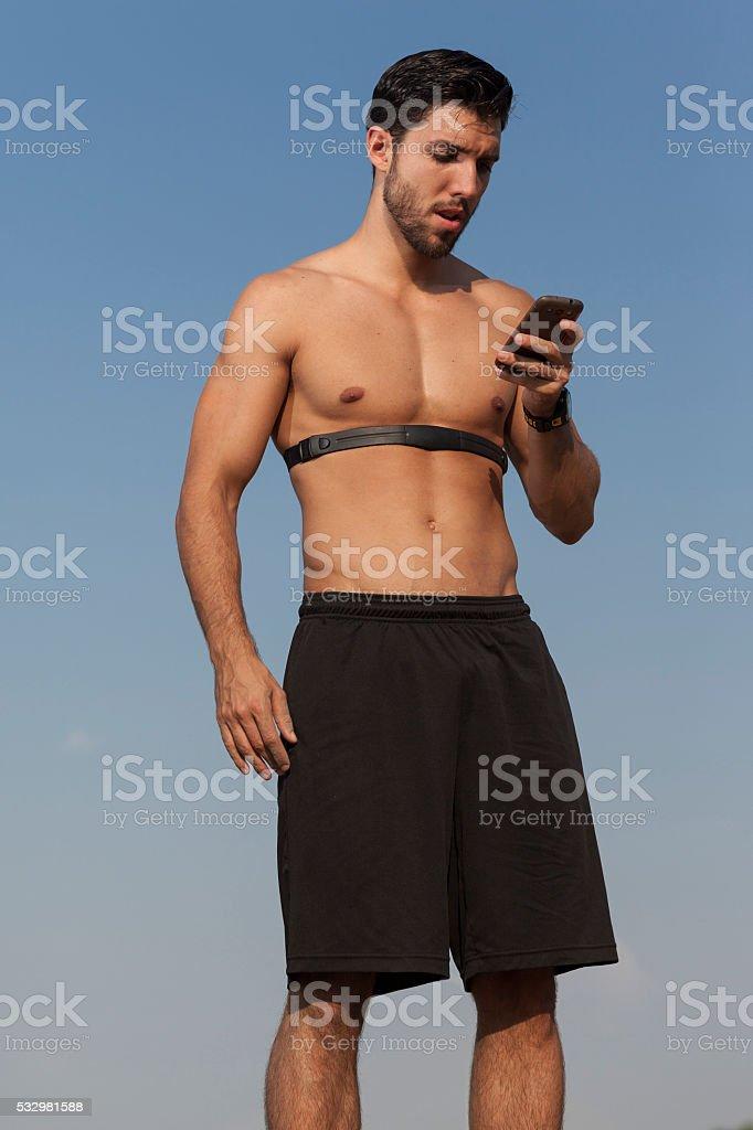 running-Foto des jungen hübscher Mann wit Mobiltelefon – Foto
