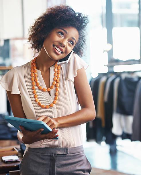 dirigir su propia no es tarea fácil - moda de negocios informal fotografías e imágenes de stock