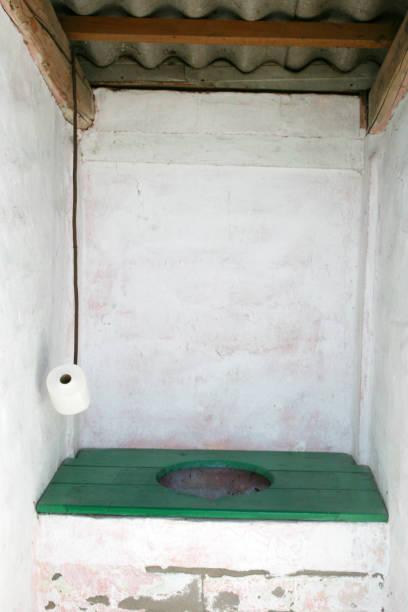 Ländliche Szene. Ein typisches altmodisches WC – Foto
