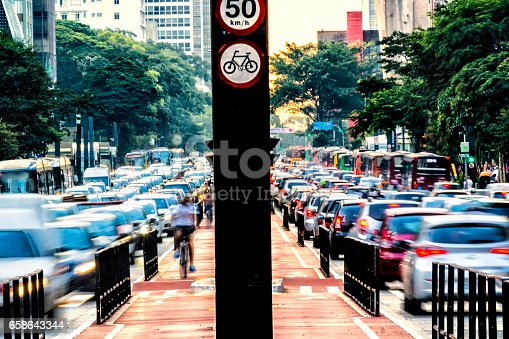 istock Rush hour at Paulista Avenue 658643344