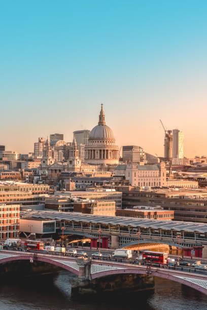 rush hour auf blackfrairs bridge, london - westeuropa stock-fotos und bilder