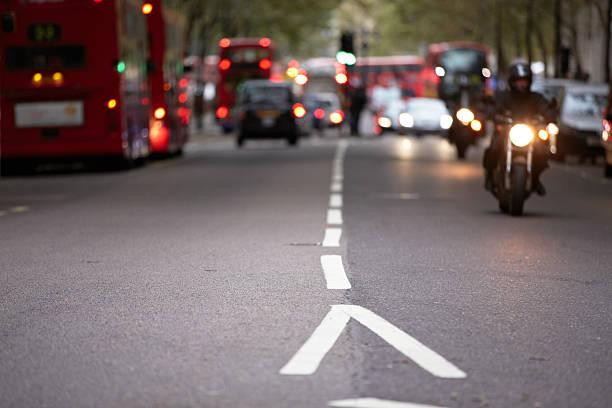 rush hour - autos und motorräder stock-fotos und bilder