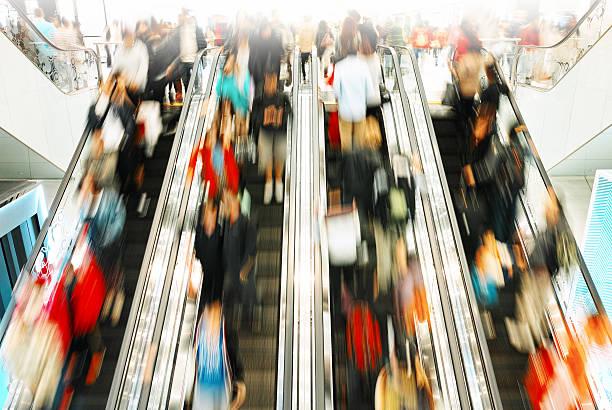ora di punta - subway foto e immagini stock