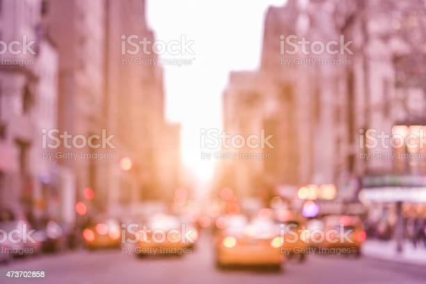 ラッシュアワーにデフォーカストラフィックジャムタクシーキャブニューヨークの - 2015年のストックフォトや画像を多数ご用意