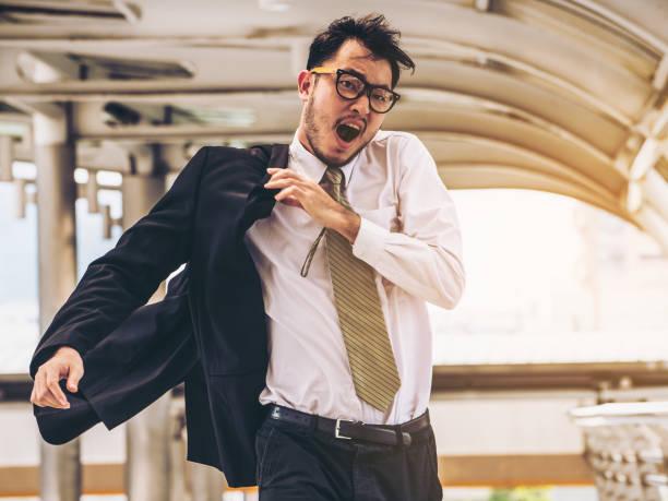 急ぐビジネスマンを実行しているか、時間とのレース - 急ぐ ストックフォトと画像