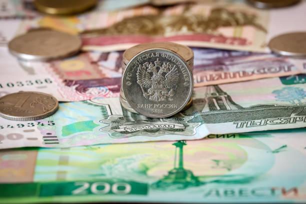 러시아 은행권 그리고 동전입니다. - 러시아 루블 뉴스 사진 이미지