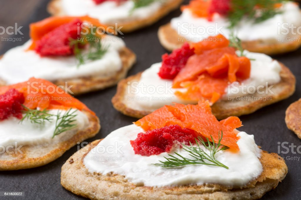 Russian buckwheat pancakes blini with cream and caviar - foto de acervo