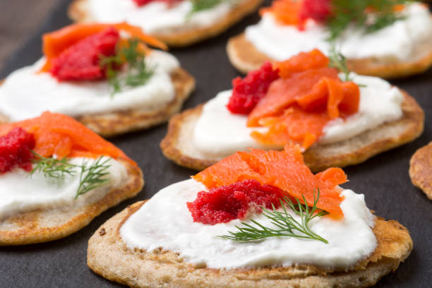 Russian buckwheat pancakes blini with cream and caviar – Foto